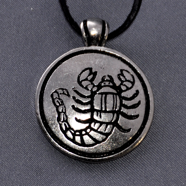 кулон с знаком зодиака скорпион